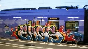 graffitimålat pågatåg 17% 2011 Foto S. Jacobson