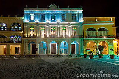 havanna2historical-buildings-old-havana-night-23294223
