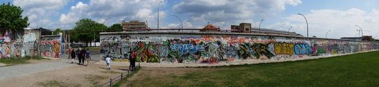 800px-Berlin_Wall_-_west_side_of_the_East_Side_Gallery